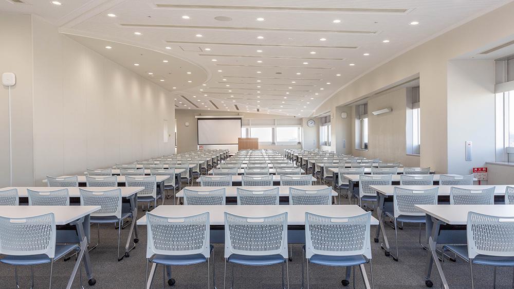 14階 多目的ホール(会議室利用(スクール形式)) 2